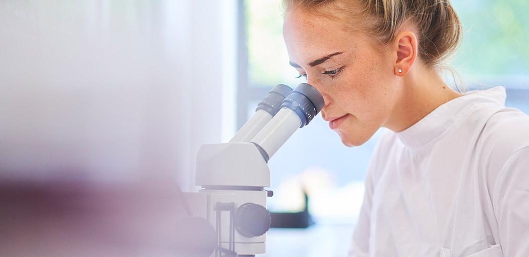 Stehhilfen nicht nur für Labore